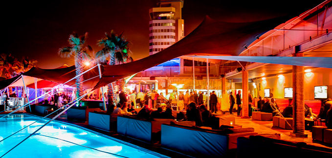 Freeform<sup>®</sup>c create an electric atmosphere at the Shimmey Beach Bar Loeries event.